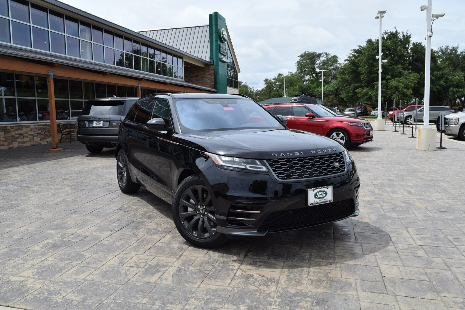 Certified Pre-Owned 2018 Land Rover Range Rover Velar R-Dynamic SE With Navigation & 4WD
